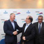 La firma del acuerdo entre IMG Academy y CRESO.
