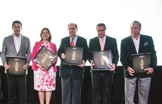 """INICIA presenta libro de colección sobre la """"Casa de los Vitrales"""""""